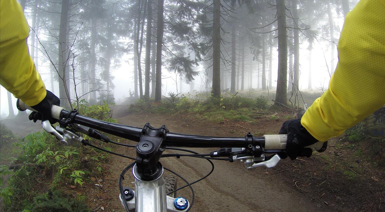 10 sposobów na jazdę rowerową w deszczu